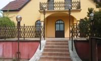 Baja eladó családiház 400m2 6+3 szoba 2000m2 telek 55-ös fõ út  mellett ingatlan hirdetéshez feltöltött kép