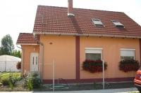 Szeged csendes környezet eladó 100m2 családi ház tetõtér beépítéses ingatlan hirdetéshez feltöltött kép